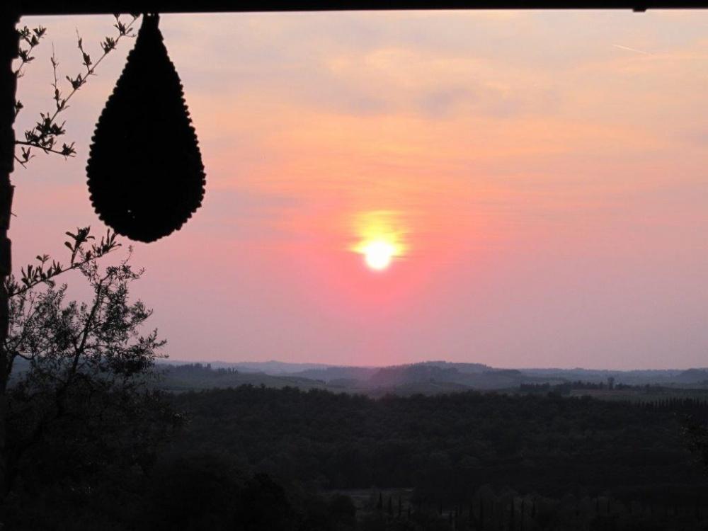 porzione di casale castelfalfi tramonto