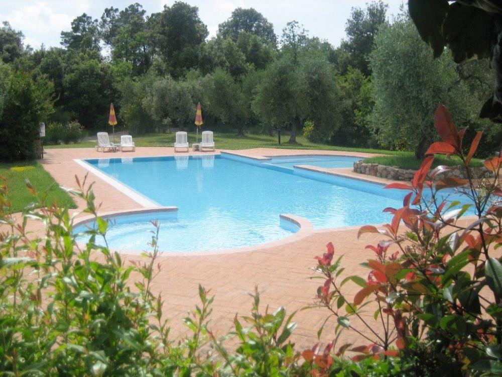 porzione di casale castelfalfi piscina