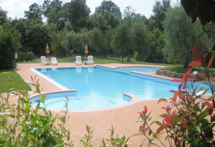Casale Castelfalfi piscina