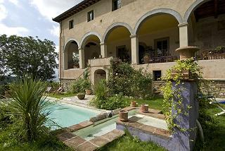 vendita villa con piscina colline toscane
